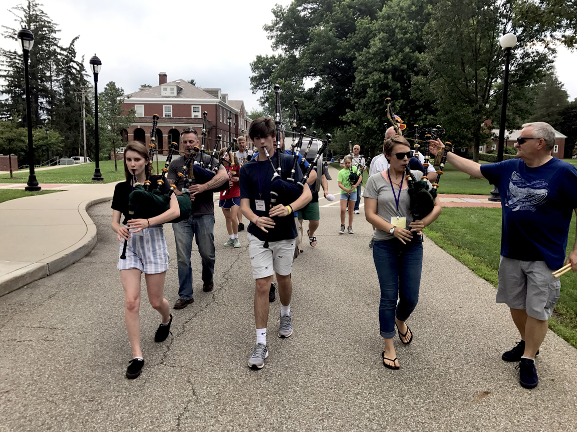 Balmoral Pipers March in Pittsburgh